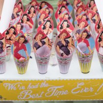 THAT'S AMORE Confetti Cones & Usherette Tray 030