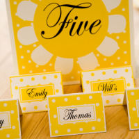 DAISY PLACE SETTING CARDS