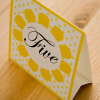 DAISY TABLE NAME & NUMBER  TENT CARDS